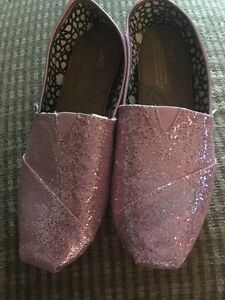 Pink Sparkly Toms Size 7.