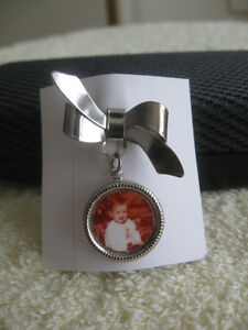 CHARMING OLD VINTAGE PHOTO BROOCH for GRANDMOTHER