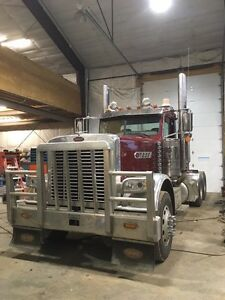389 long nose pride and class Peterbilt