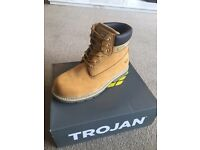 Men's work boots size 10 - BRAND NEW