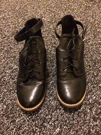 Black shoes size 4