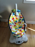 4 Moms Mamaroo and infant insert- Like NEW!