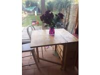 Folding butterfly table