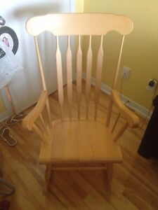 Natural wooden rocking chair West Island Greater Montréal image 3