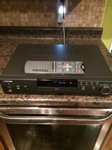 Like New Toshiba CD & DVD Player with Remote Stratford Kitchener Area image 1