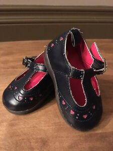 Girl's Size 3 Baby Gap Black Shoes w/Pink Hearts (Baby)