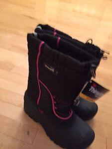 BRAND NEW GIRLS WINTER BOOTS SIZE 6