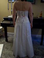 Magnifique robe de bal en satin blanc