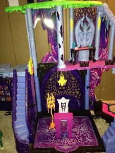 Monster High Freaky Fusion Catacombs Playset Windsor Region Ontario image 4