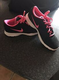 Women's black and pink Nike trainers UK 5