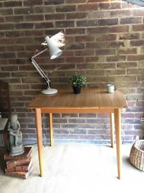 VINTAGE TABLE DEAK FREE DELIVERY MID CENTURY 1950s-1960s DINNING TABLE