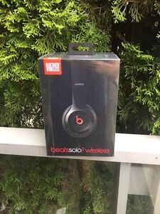 Solo 2 wireless beats UNOPENED