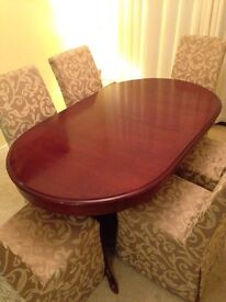Extendable solid mahogany dining table, with 6 chairs