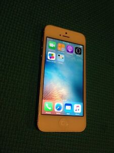 IPhone 5 blanc    16  rogers/chart excellente condition