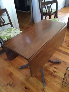 Antique Dining table and five chairs Sarnia Sarnia Area image 2