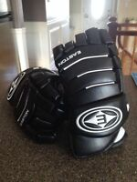 Like new:Easton leather gloves