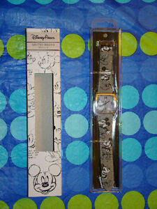 DISNEY PARKS WALT DISNEY WORLD MICKEY MOUSE WATCH NEW IN PACKAGE