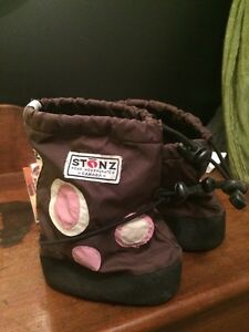 Stonz toddler booties - size medium
