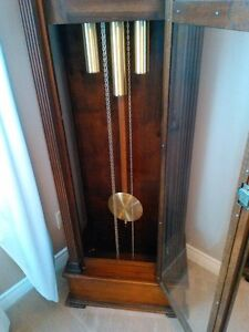 ANTIQUE GRANDFATHER CLOCK IN EXCELLENT CONDITION Windsor Region Ontario image 4