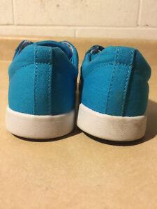 Kids Blue Supra Shoes Size 2 London Ontario image 2