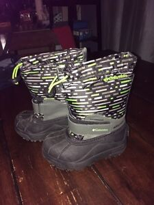 Boys Columbia boots size 9