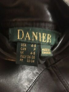 DANIER WOMENS LEATHER REVERSIBLE  COAT Kitchener / Waterloo Kitchener Area image 4
