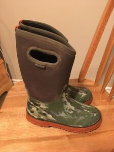 Uggs Boots Youth size 4 kids