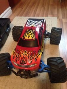 Traxxas emaxx brushless plus lots of extras for trade