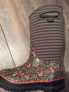 Winter Bogs (brand new) size 13