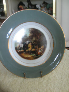 "GORGEOUS OLD VINTAGE 10.5"" ROUND DECORATIVE WALL HANGING PLATE"