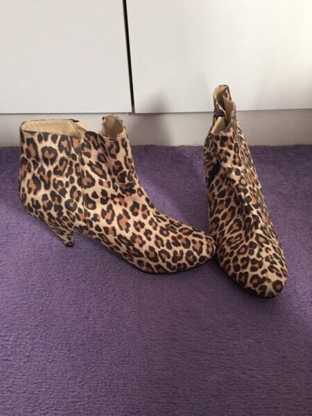 Leopard print ankle boot heels size 4