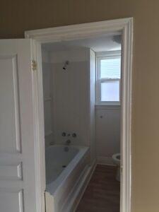 2 bedroom central sarnia $880includes utilities.  Sarnia Sarnia Area image 3