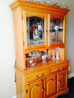 Solid Oak table, 6 chairs & hutch
