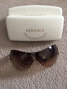 Versace ladies sun glasses Edmonton Edmonton Area image 3
