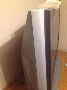 Barely used flat screen 80-90$ London Ontario image 1