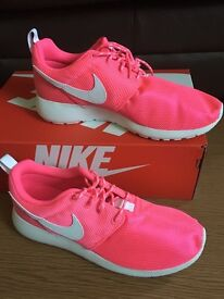 Nike Roshe (collection only)