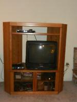 TV wall unit / Meuble pour téléviseur