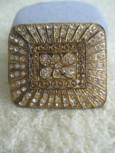 GORGEOUS OLD-FASHIONED VINTAGE LADYS BROOCH with SPARKLE