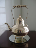 A CLASSIC OLD DECORATIVE SOLID BRASS TEA POT ..[LARGE SIZE]