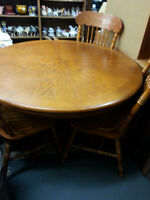 ROUND TABLE /3 CHAIRS