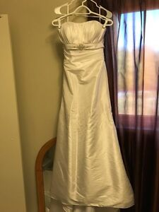 Brand new size 6/8 small-medium wedding gown