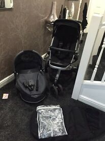 Quinny Buzz Pram and carry cot! Excellent condition!!