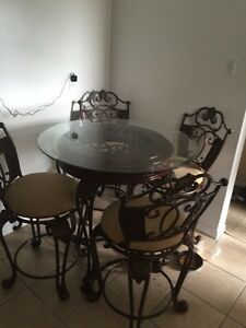 Metal dining room table Top is glass With 4 swivel chairs Cambridge Kitchener Area image 6