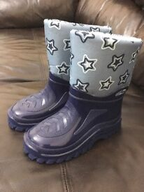 Child's snow boots size 10