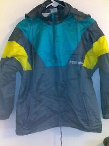 """""""Brooks""""sports 3 color wind protective jacket with a hood Size M"""
