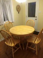 Kitchen table with 4 chairs and leaf