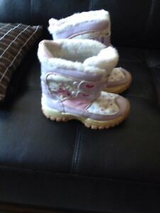 Fairy & Atek girl's snow boots size 11. AVAILABLE