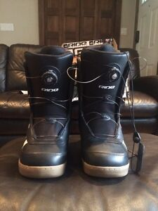 Men's new sz 9 Ride snowboard boots