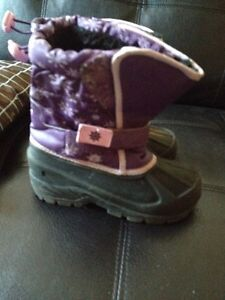 Fairy & Atek girl's snow boots size 11. AVAILABLE  Gatineau Ottawa / Gatineau Area image 2