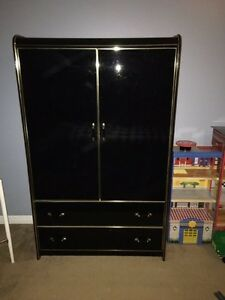 Dresser + 2 nighstands / Commode et 2 tables de nuit